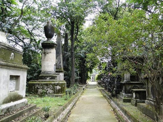 South Park Cemetery Kolkata : One of the Top 10 Haunted Places in India