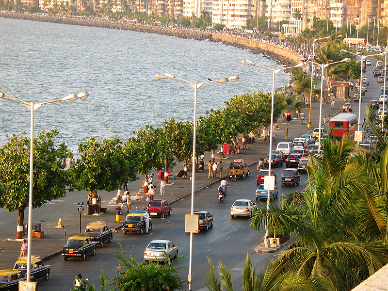 Marine Drive Mumbai : tourist attractions in mumbai