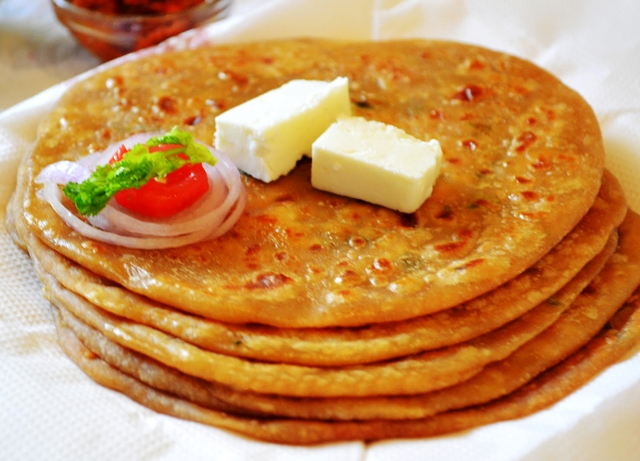 Aaloo Ka Paratha : Top 10 Street Foods in Delhi