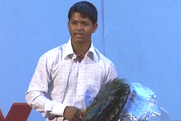 Lingo Kid Ravi – The Street Seller in Mumbai who Speaks Multiple Foreign Languages