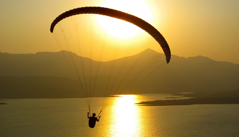 Paragliding in Pawana