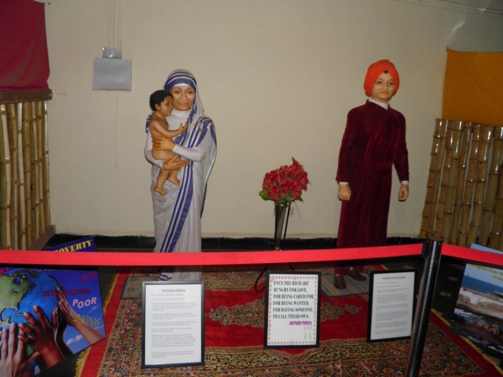 Mother Teresa & Swami Vivekananda Wax Statue