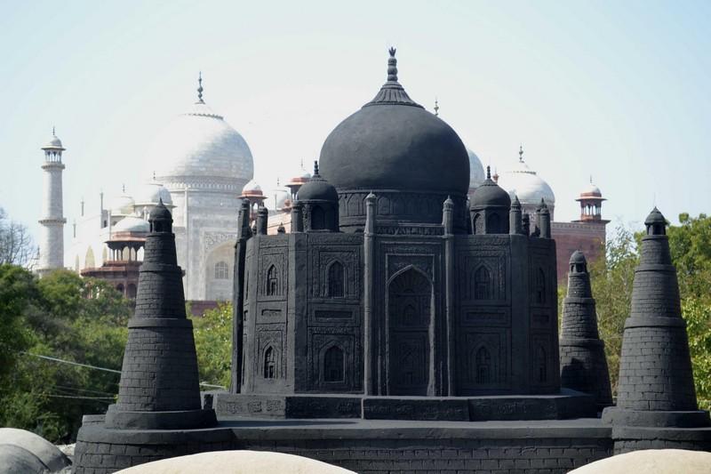 Sudarshan Patnaik Black Taj Mahal