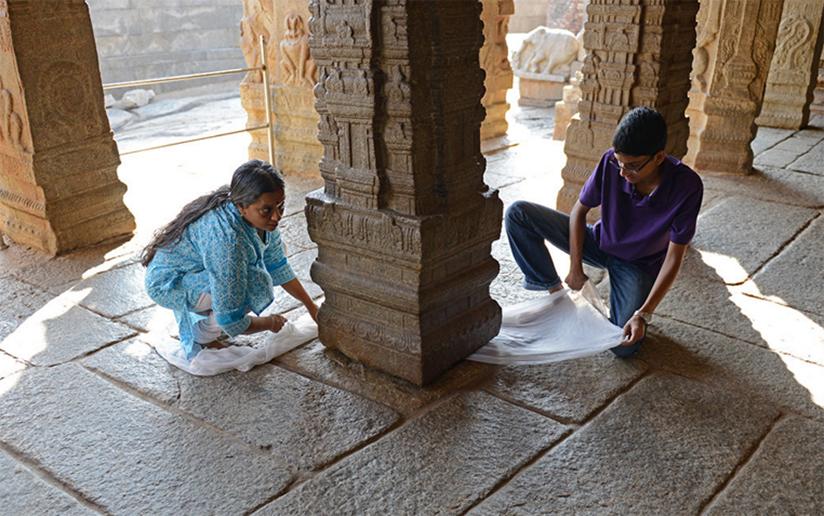 Lepakshi Temple Hanging Pillar