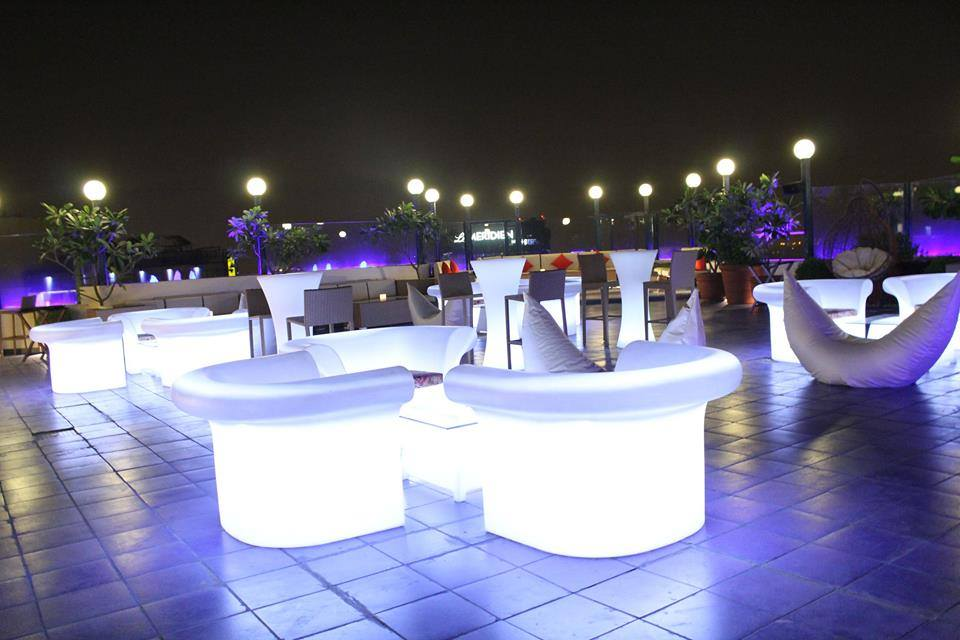 Sky Lounge Bar and Grill, Connaught Place