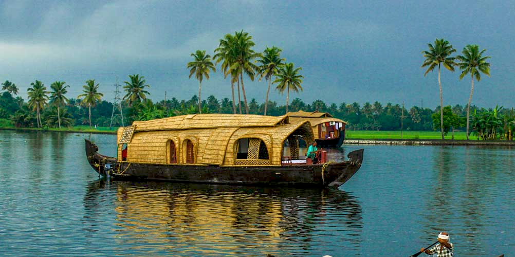 Sailing through Alappuzha