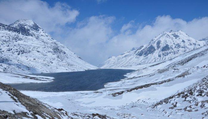 Sela Pass Snowfall
