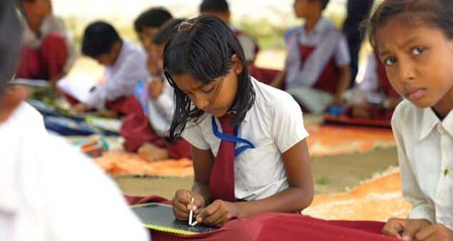 A School in Singrauli, MP where all 300 students write with Both Hands
