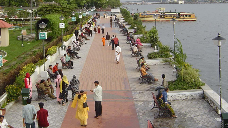 Be a spectator to the sunset at Marine Drive, Kochi