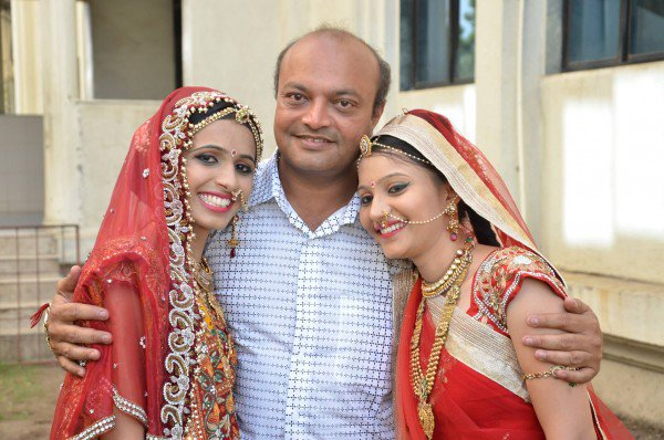 Mahesh Savani with his daughters