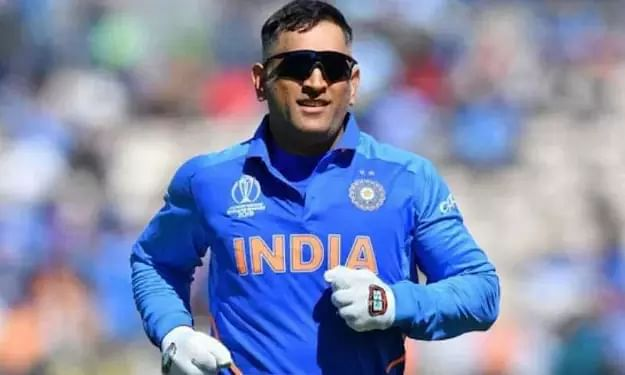 Mahendra Singh Dhoni announces his retirement from International Cricket